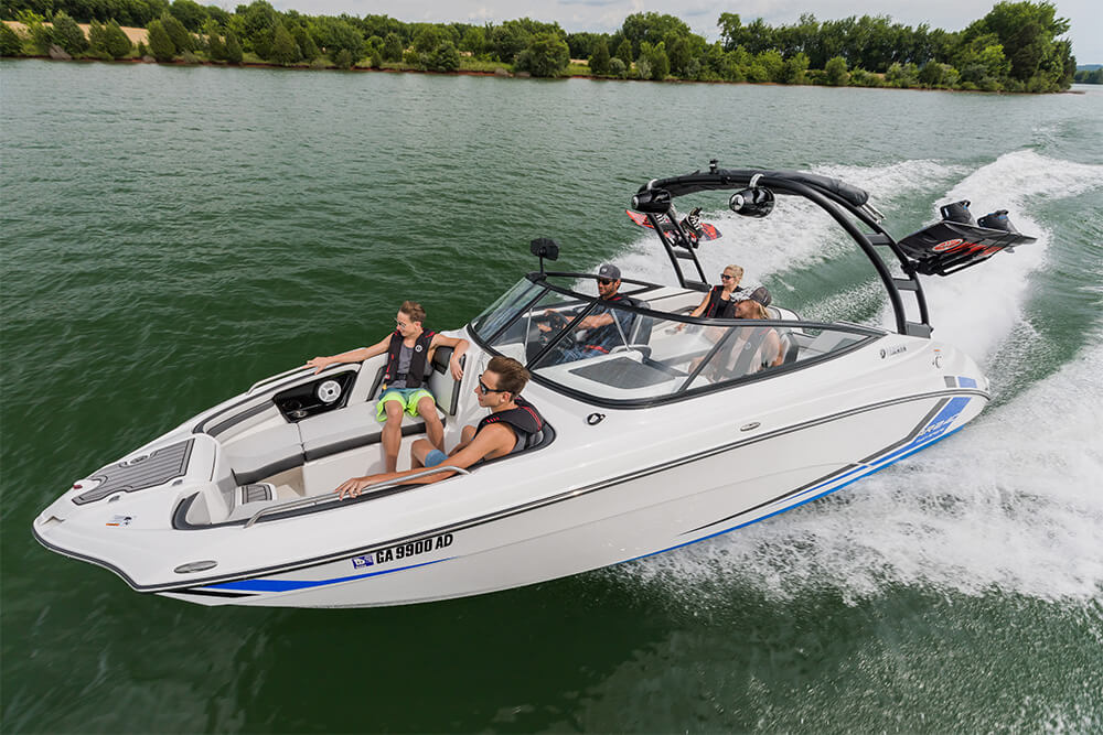 yamaha-boats-ar240-2018-white-side-crusing