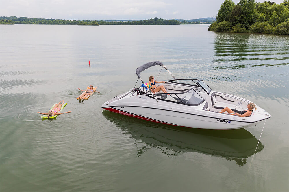 yamaha-boats-sx210-2018-white-side-relax