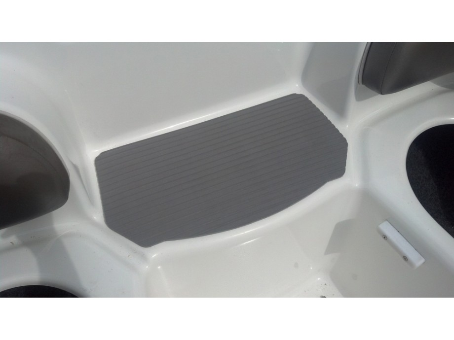 Hydroturf Bow Step Mat 2006-2011 210/212 Models