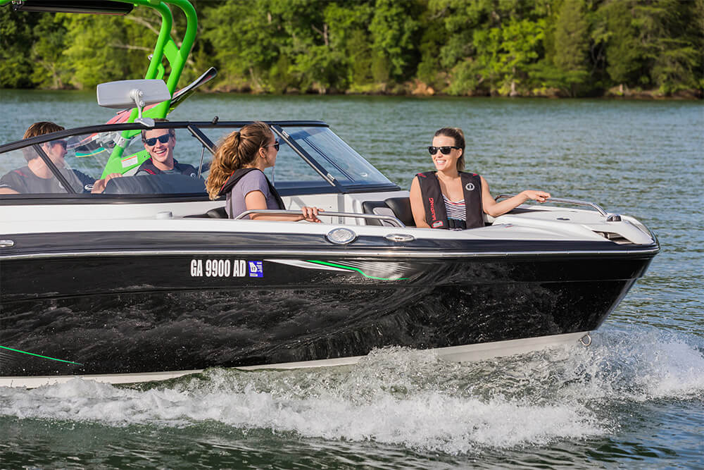 yamaha-boats-212x-2018-black-crusing-lake