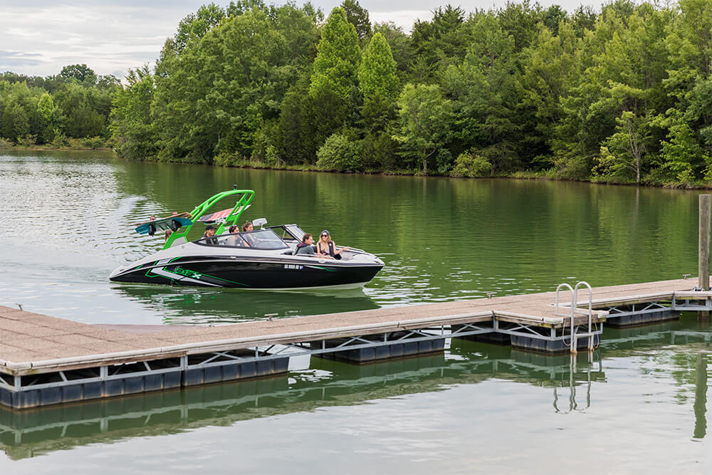 yamaha-boats-212x-2018-black-green-dock
