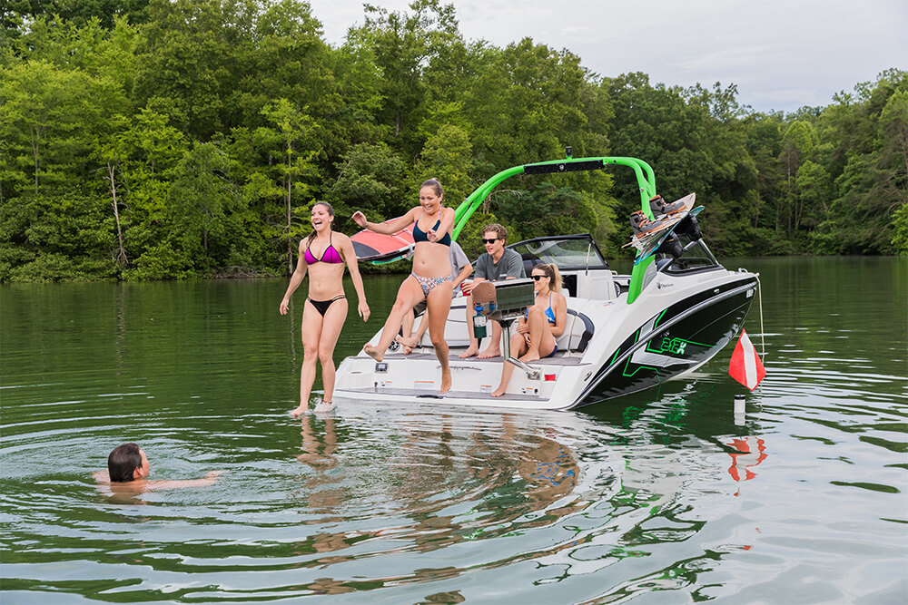 yamaha-boats-212x-2018-black-green-swim-platform-friends